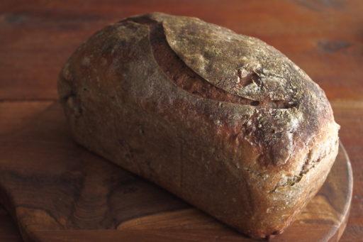 クルミとローズマリーのライ麦パン