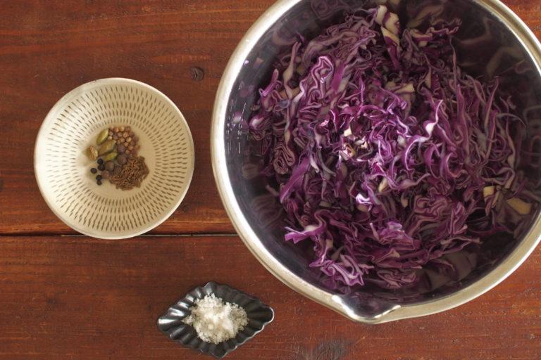 スパイスが香る、紫キャベツのザワークラウト
